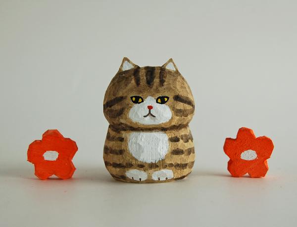 木彫り人形ねこ ベージュシマ×白 [MWF-179]