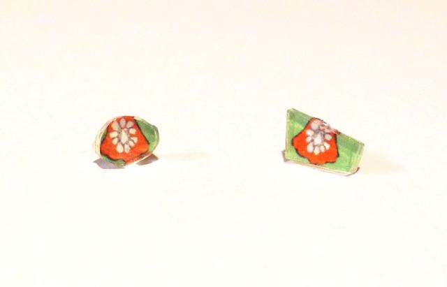 花オレンジピアス