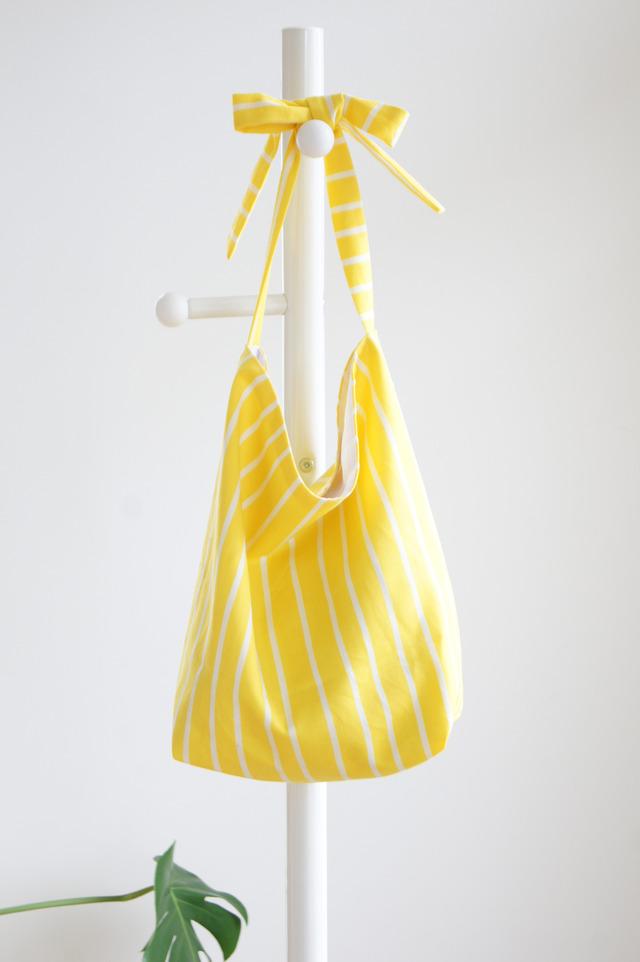 黄色のストライプのリボンバッグ
