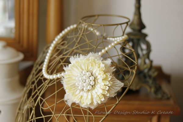 ナチュラルなお花のコサージュ(ヘッドドレス可)