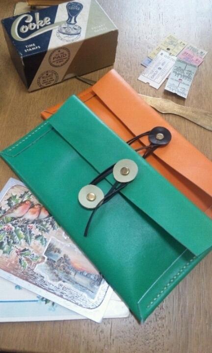 エンベロップ(封筒)型のペンケース:鮮やかな緑