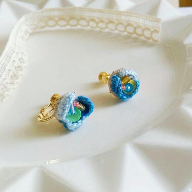 刺繍の花びらイヤリング*ブルー