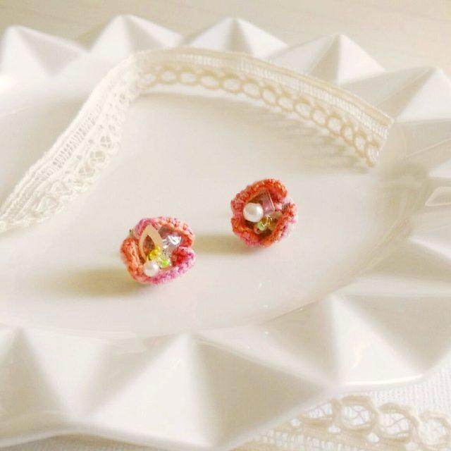 刺繍の花びらピアス*ピンク