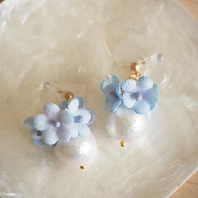 earrings #f-1 コットンパールと小花(薄青)