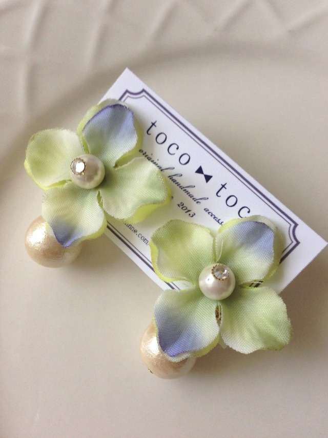 flower & cotton pearl earring