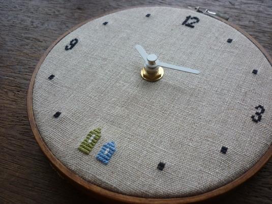 クロスステッチ刺繍時計 ふたつのおうち