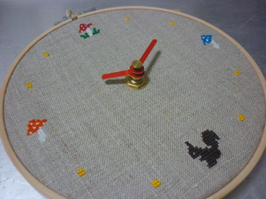 クロスステッチ刺繍時計 きのこ&りす