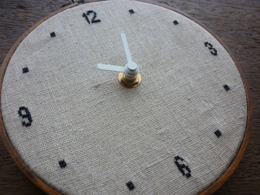 クロスステッチ刺繍時計 シンプルブラック