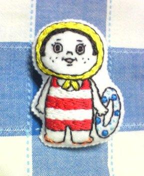 海水浴の女の子 刺繍ブローチ