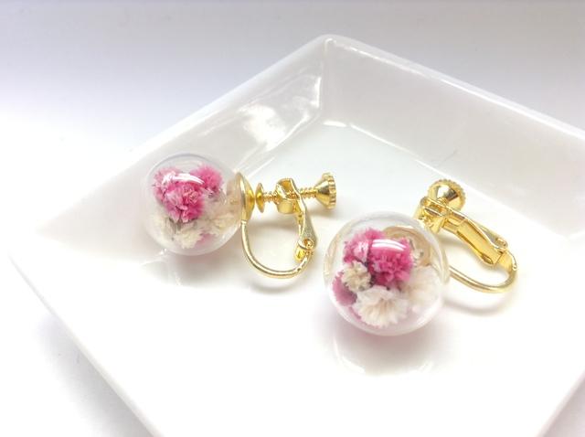 ガラスドームイヤリング(カスミ草ピンク)