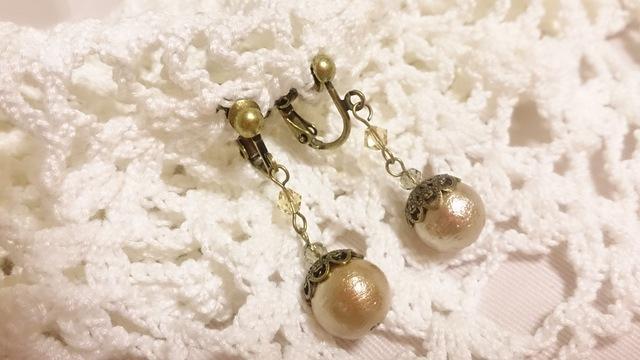 10ミリコットンパールとスワロの金古美色のイヤリング