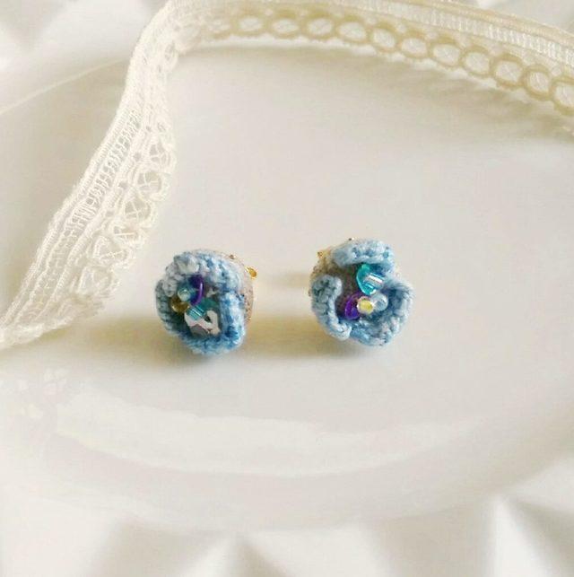刺繍の花びらピアス*ブルー