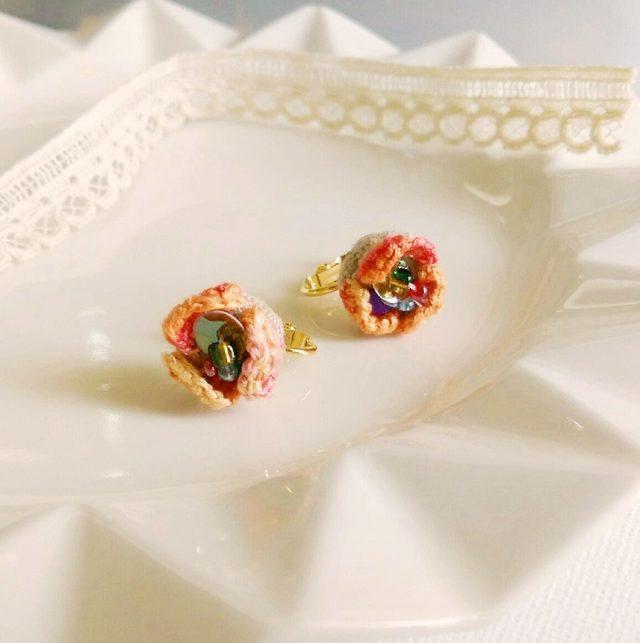 刺繍の花びらイヤリング*オレンジ