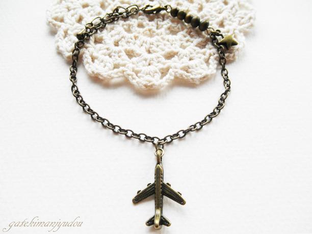 飛行機と星のブレスレット