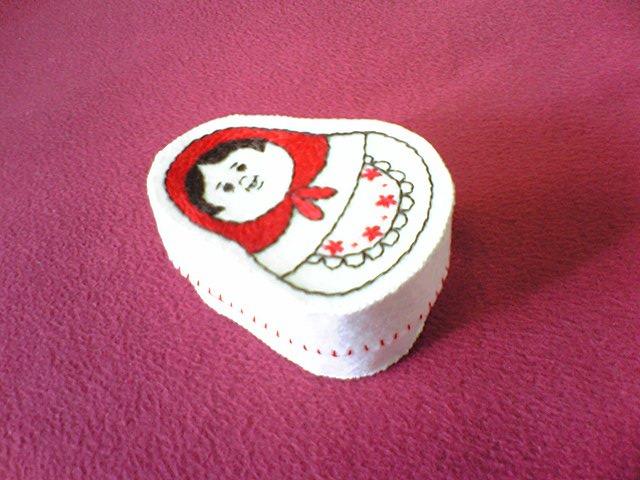 マトリョーシカ刺繍の布小箱(再販)