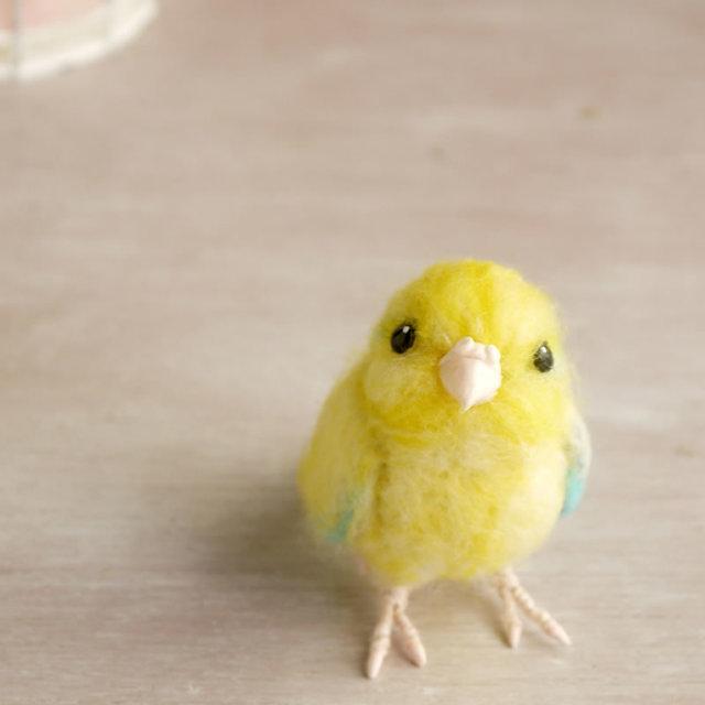 【n様ご依頼分】羊毛フェルトの小鳥 黄色いマメルリハ