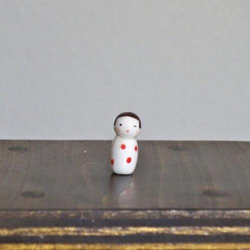 水玉こけしのフェーブ(白赤)