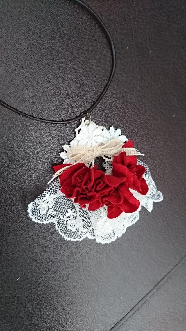 革花とレースのネックレス 本革 ペンダント 赤