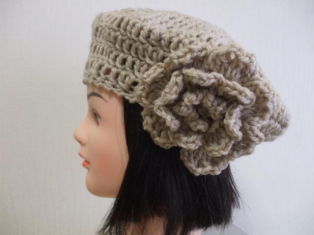 お花モチーフ付きニットベレー帽 成人女性用 ベージュ