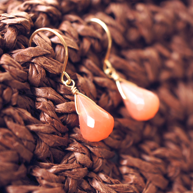 再販】K18オレンジムーンストーンのドロップピアス 〜Elaine