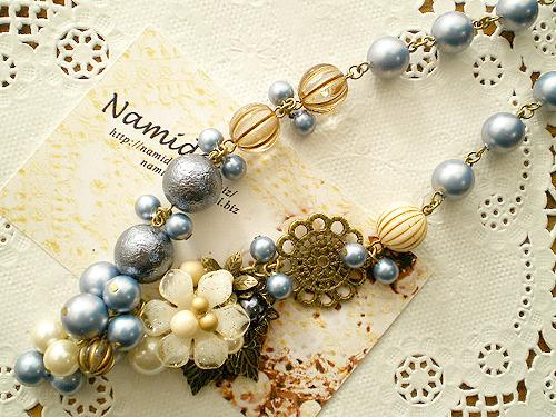 N-ブルーの実と花
