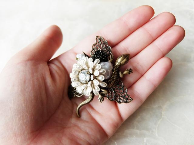 【再販】ポンポン菊と蜥蜴(とかげ)ブローチ