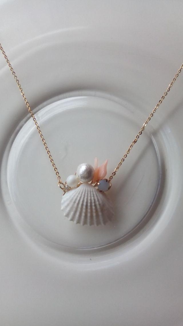 貝殻ひとひら、ネックレス