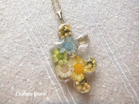 蝶とお花のパズルピースネックレス