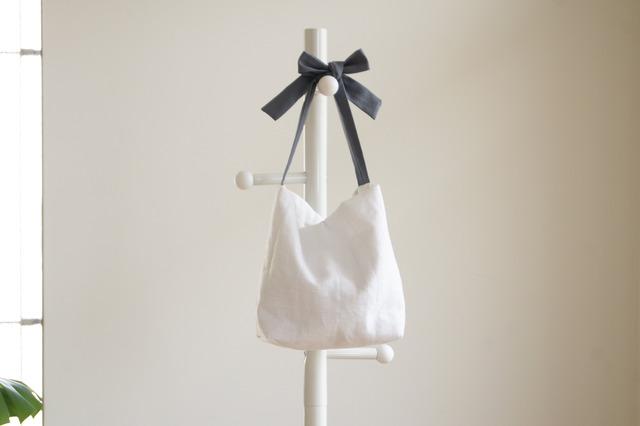 リネンキルティングリボンのバッグ(ブルーグレー )