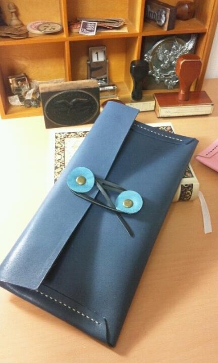 エンベロップ(封筒)型のペンケース:デニムブルー(紺色)