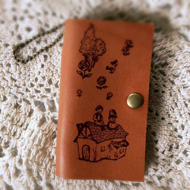 【SALE】本革  アンティーク キーケース お菓子のお家