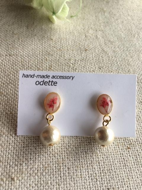 チェリーピンク色の押し花 コットンパールピアス