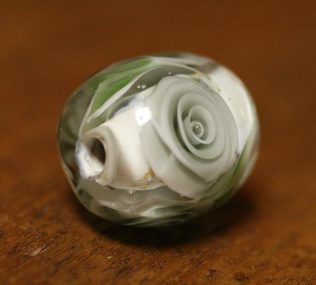 アウトレット glass beads (とんぼ玉)クレーの薔薇/金箔と黒のマーブル地