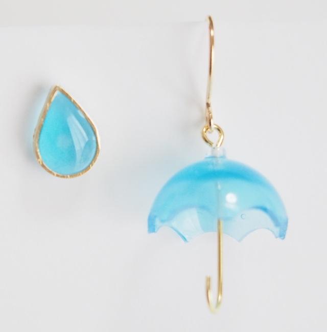 ちいさな傘と雨粒ピアス
