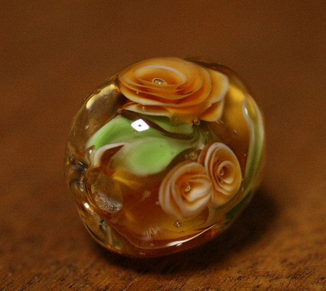 アウトレット glass beads (とんぼ玉)トパーズ色の薔薇/トパーズ