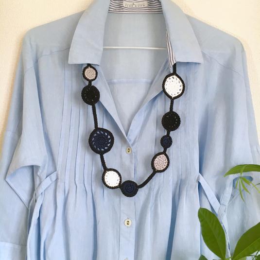 水玉コットンの手編みネックレス(ブラック)