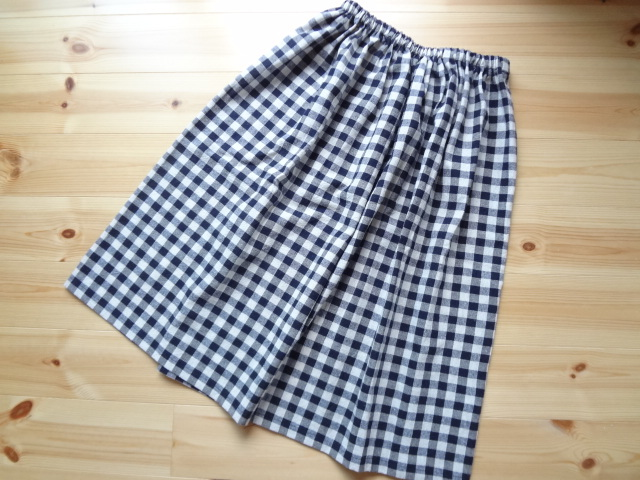 濃紺チェックの綿麻ギャザースカート