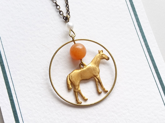 Crescent -天然石オレンジビーズと馬のネックレス-