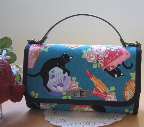 レトロちっくなコスメとネコのお財布バック2
