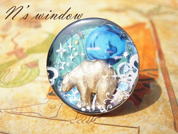 青い月と白くまのリング