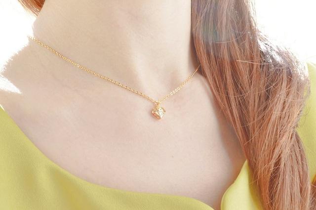 立体ダイヤモチーフのネックレス