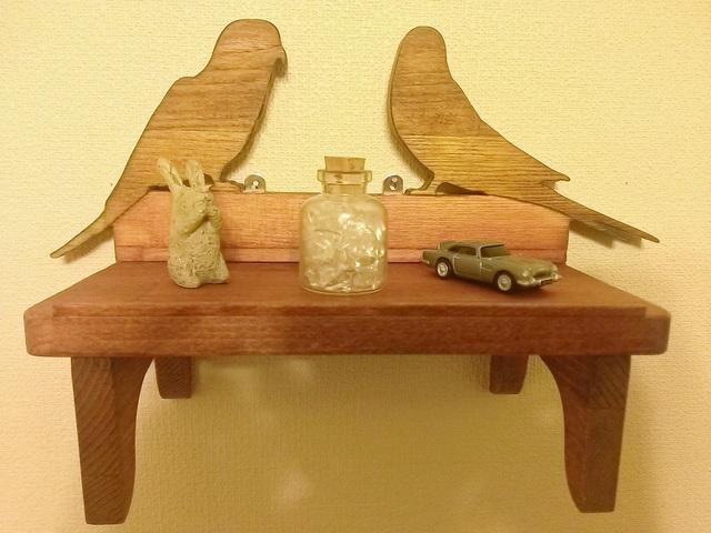 鳥がいる飾り棚