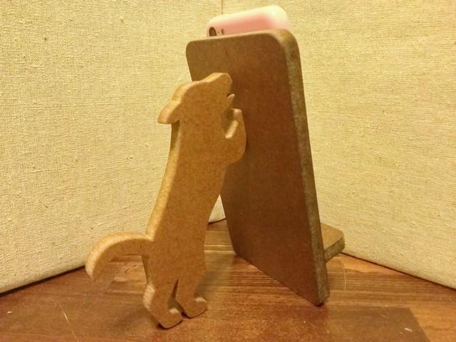 犬が支える携帯・スマホスタンド 濃茶