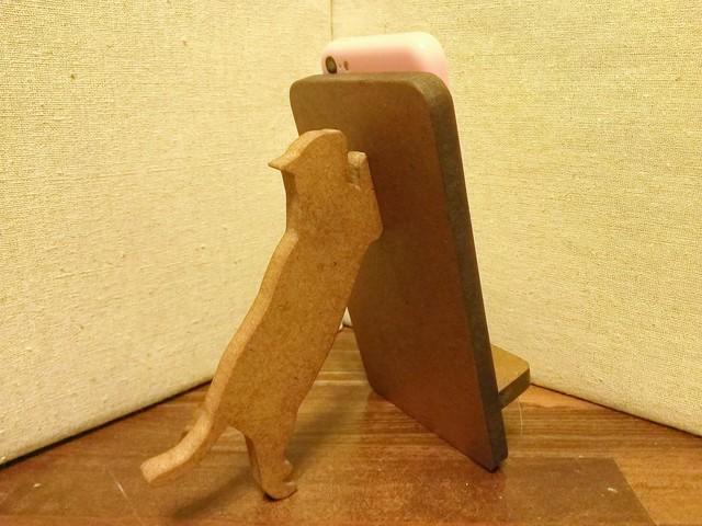 猫が支える携帯・スマホスタンド 濃茶