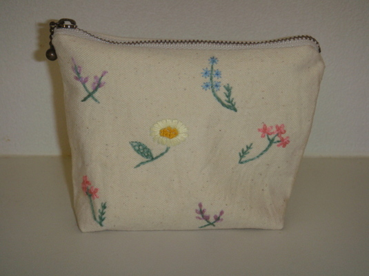 花柄の手刺繍ミニポーチ