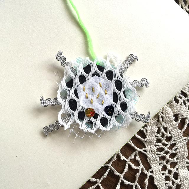 昆虫ブローチ -spider-