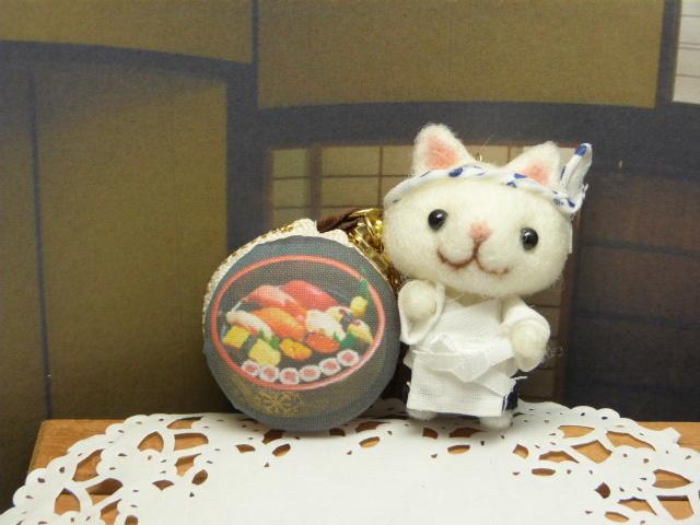 「へいお待ち!」猫寿司職人とマカロンコインケース?