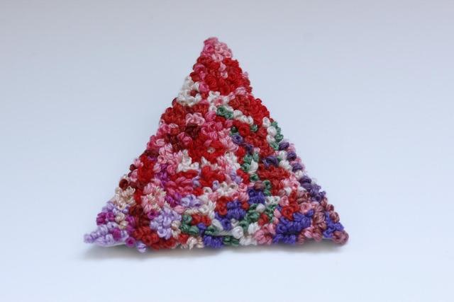 ツブツブローチ 三角A