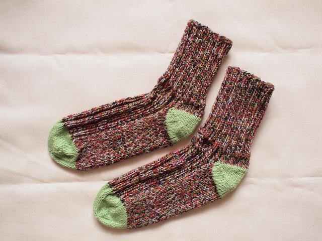 モザイク模様のやさしい靴下【赤×緑】