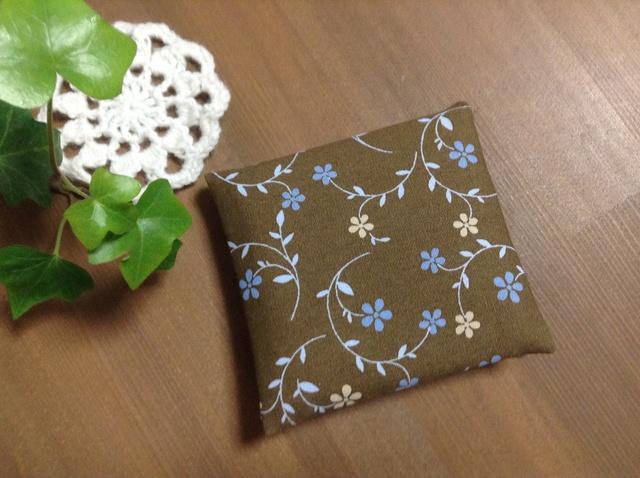 【送料無料】ポーチ*サニタリーケース*ブラウン×ブルー花柄♪